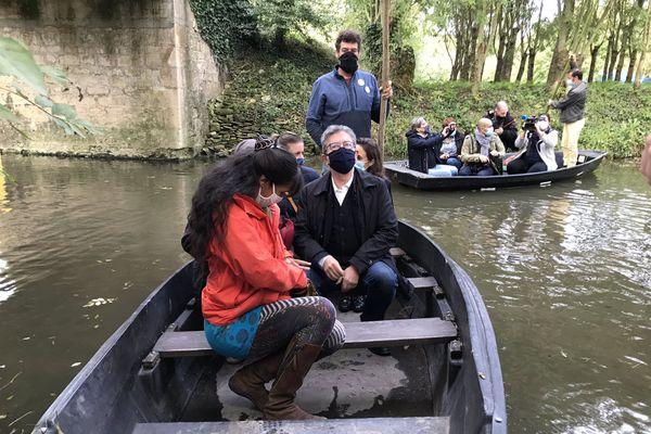 Jean-Luc Mélenchon, leader de La France Insoumise a débuté sa journée par une visite du Marais poitevin avant de se rendre à Epannes.