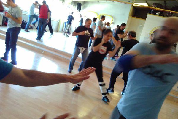 L'objectif est d'acquérir de bon réflexes pour apprendre à se protéger en cas d'agression physique.