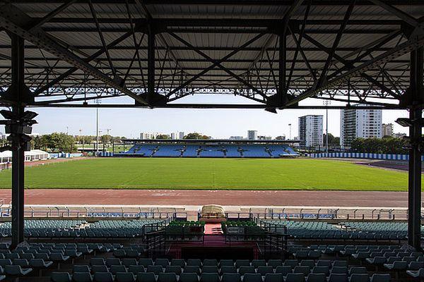 Une tribune du Stade Yves-Du-Manoir mise en vente