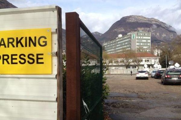 Le parking du CHU dédié à la presse