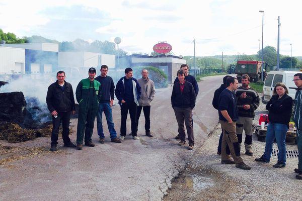 Des éleveurs ont bloqué l'accès de l'abattoir de Venarey-les-Laumes, ce jeudi 7 mai 2015.