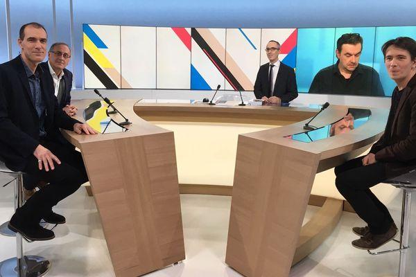 Sur notre plateau de gauche à droite, Eric Porte, journaliste à La Montagne en Corrèze, Pascal Ratinaud, rédacteur en chef du Populaire du Centre à Limoges, Eric Donzé, chef d'agence à La Montagne en Creuse, et Thomas Marty, docteur en sciences politiques.