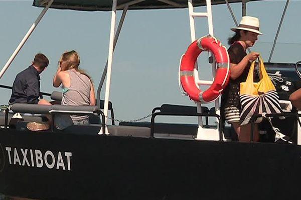Le bateau-taxi du Grau-du-Roi peut transporter 12 passagers. 2017.