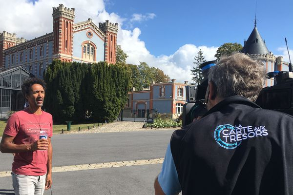Le tournage du jeu s'est déroulé en partie dans la cour de la maison Pommery.