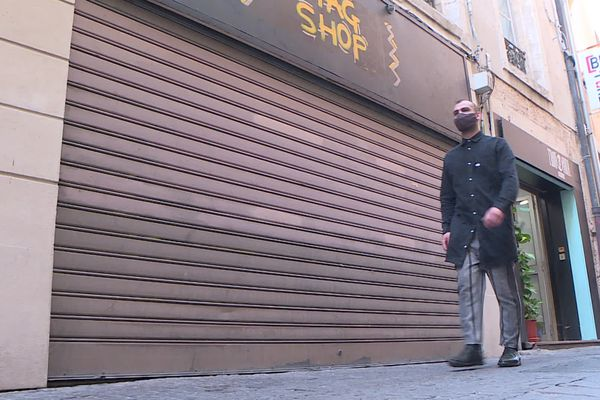 Les enseignes d'habillement, les magasins de jouets ou encore les salons de beauté devront fermer leurs portes pour quatre semaines.
