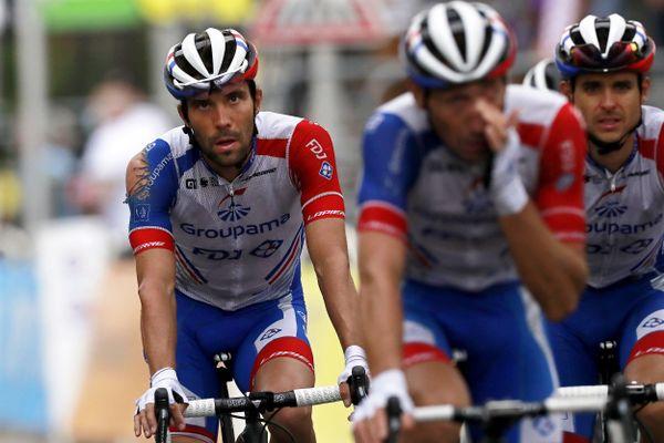 Diminué depuis une chute à l'arrivée de la première étape du tour de France, Thibaut Pinot a perdu une vingtaine de minutes à l'arrivée de la 8ème étape.