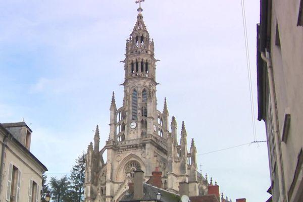 La Basilique Châteauneuf-sur-Cher voudrait récupérer sa crèche disparue et retrouvée dans le Gard