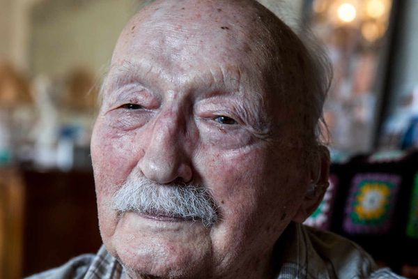 Raymond Savoyat, ancien résistant de la seconde guerre mondiale, photographié chez lui, le 24 mai 2019. Sylvain Frappat
