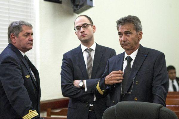 Bruno Odos et Pascal Fauret lors de leur première comparution devant la justice dominicaine et avant leur exfiltration par un commando d'amis francais.Depuis, ils sont retournés en prison en France.