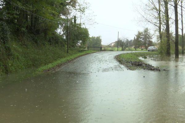 Une route landaise inondée dimanche 17 novembre.