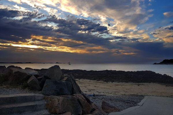 la plage de Térénez