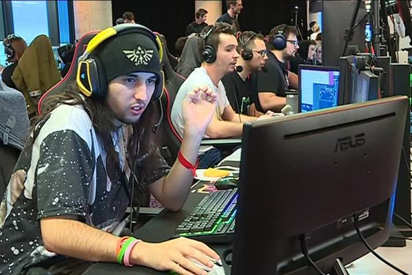 des live streamer ou animateurs de parties de jeu en ligne lors du Z Event 2018 à Montpellier