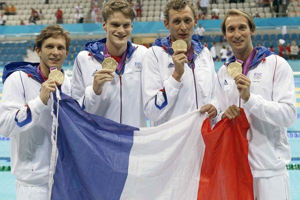 Amaury Leveaux, Fabien Gilot, Yannick Agnel, Clément Lefert et Fabien Gilot, avec leur médaille d'or obtenue sur le 4 x 100 m nage libre aux Jeux olympiques de Londres 2012.