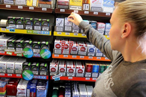 Selon la Fédération des buralistes, la fermeture des frontières a provoqué une hausse globale de 30% de ventes de tabac en France.