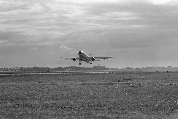 Le 28 octobre 1972, Bernard Ziegler est à bord du premier AirbusA300B qui s'envole de Toulouse-Blagnac.