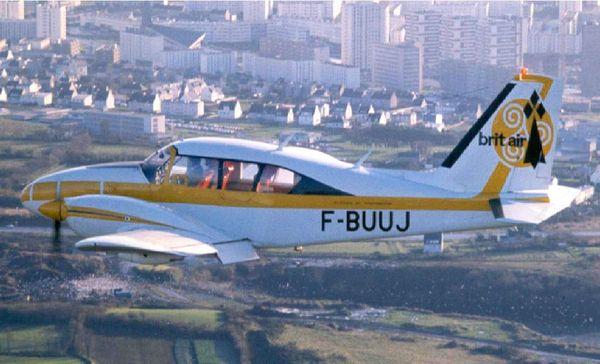 Un Piper Aztec de 6 places, le tout premier avion de la compagnie Brit Air