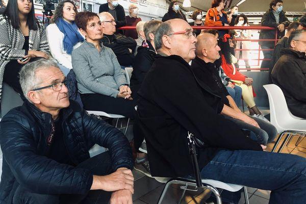 Francis Lambert, en bas à gauche, attend l'annonce officielle.