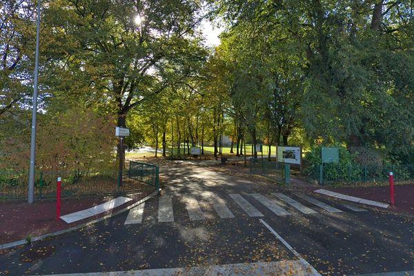 Les faits se sont déroulés dans ce parc public du centre-ville de Douai.