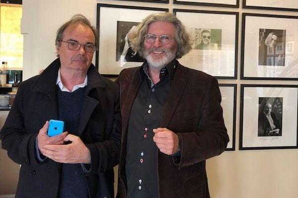 Yvon le Men et son éditeur Bruno Doucey, au moment de la remise du Goncourt, au restaurant Drouant.