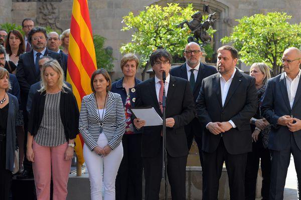"""""""Voulez-vous que la Catalogne soit un Etat indépendant sous forme de République?"""" sera la question posée aux Catalans, a dit Carles Puigdemont."""