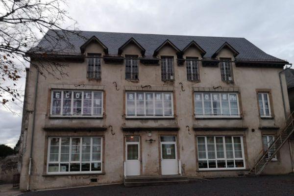 Lundi 2 novembre, les élèves de l'école Saint-Joseph de Pleaux dans le Cantal ont été confinés en raison de menaces.