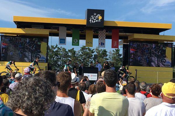 Le podium signature au départ de Noirmoutier-en-l'île, samedi 7 juillet 2018