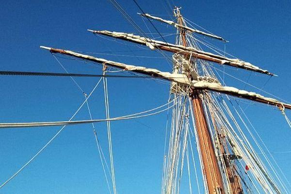 Sète (Hérault) - l'un des 4 mâts du voilier espagnol Juan Sebastian de Elcano - 31 janvier 2014