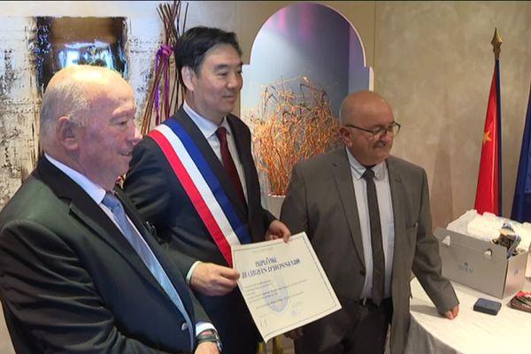 Avant de quitter la France, l'ambassadeur de Chine a été nommé citoyen d'honneur de la ville de Montargis.