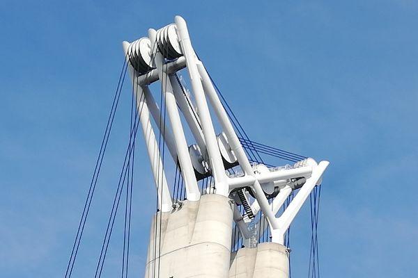 A Rouen : la mécanique de précision des papillons du pont Flaubert, qui culminent à 90m au-dessus des piles en Seine.
