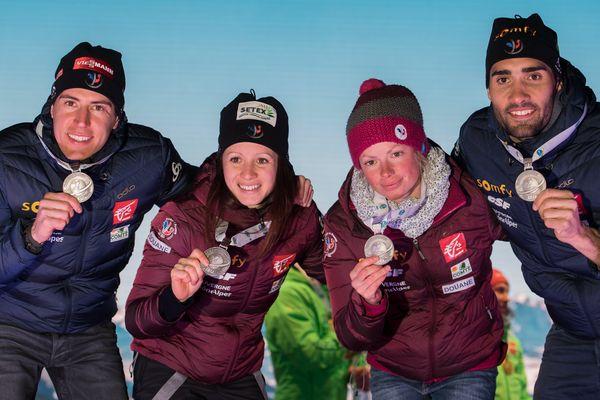 Quentin Fillon Maillet, Anais Chevalier, Marie Dorin-Habert, Martin Fourcade médaillés d'argent du relais des mondiaux 2017