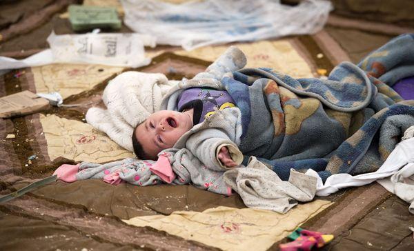 Un bébé pleure dans le camp de Al-Hol, nord-est de la Syrie, le 6 février 2019.