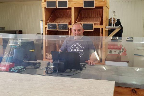 Anthony Fabre, gérant de l'unique supérette du Frioul