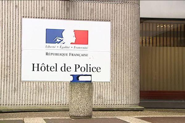 L'entrée de l'Hôtel de police de Rouen (Seine-Maritime).
