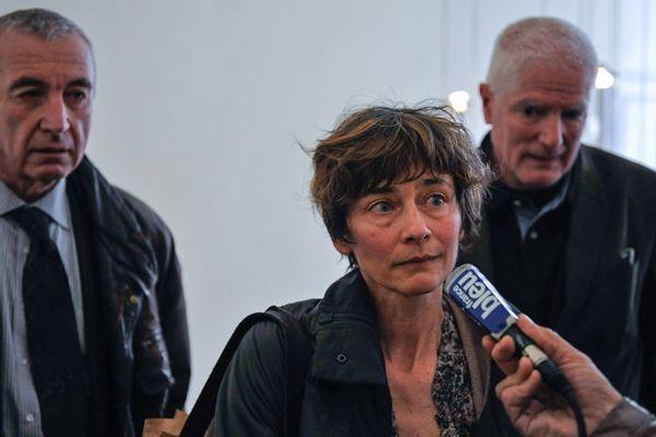 De gauche à droite : Maître Bouveresse, Christine et Noël Nasica les parents de Pierre.