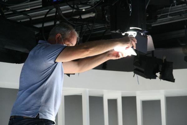 Derniers réglages de la lumière sur le nouveau plateau du JT