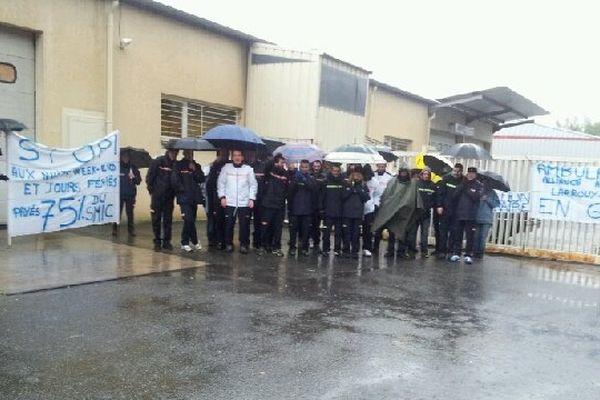 Les ambulanciers devant le local des Ambulances Larrouy à Jurançon.