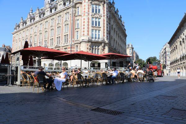Une terrasse ouverte sur la Grand'Place de Lille, le 14 septembre 2020.