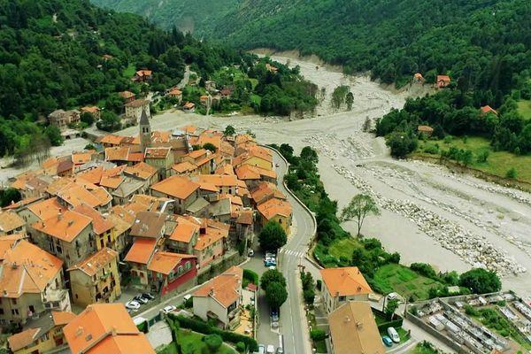 Le village de Saint-Martin-Vésubie, un an après le passage de la Tempête Alex dans les Alpes-Maritimes