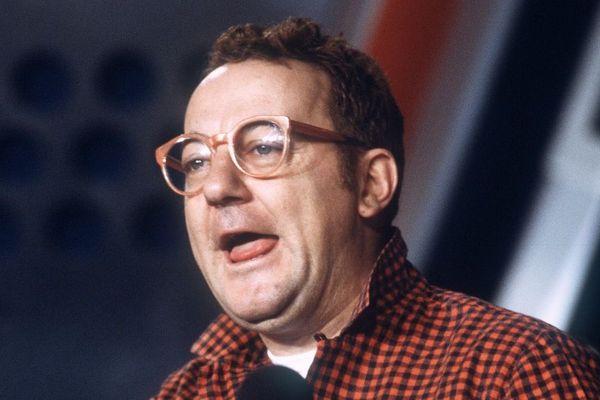 En 1986 : mort accidentelle à moto du comédien Coluche.