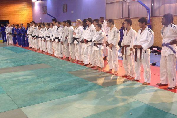 Au programme de ce stage : entraînement de judo, footing, piscine, sport collectif et randonnée.