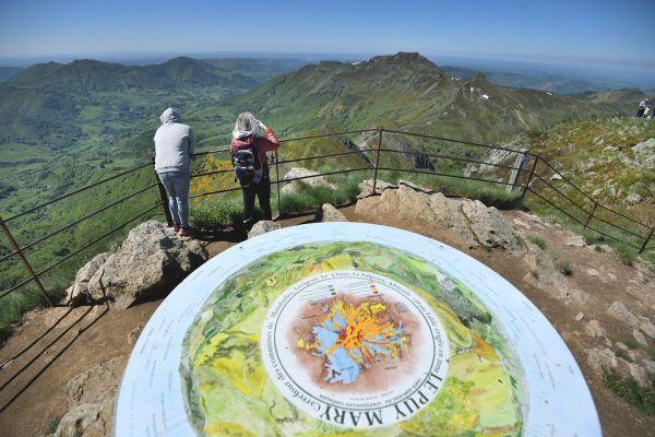 Des berges de l'Allier au sommet du Puy Mary, les départements d'Auvergne se mettent en 4 pour attirer les touristes cet été.