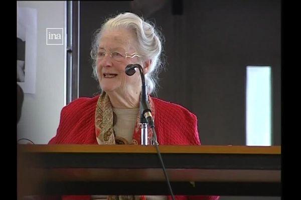 Charlotte Herfray devant de jeunes alsaciens en 2009