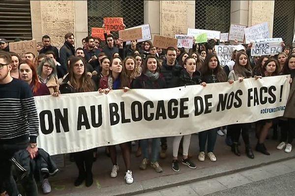Manifestation devant la faculté de droit Montpellier