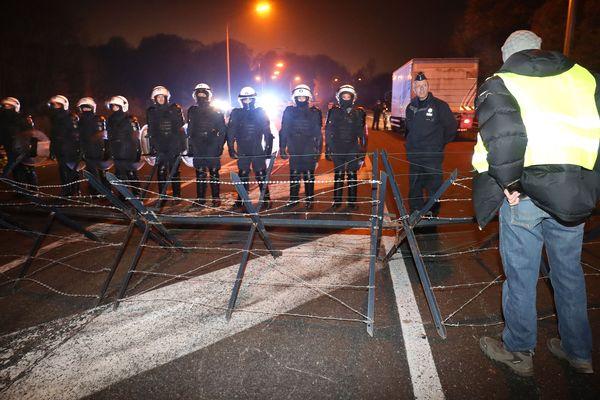 Manifestation de gilets jaunes le 22 novembre à Feluy, point fort de la contestation des gilets jaunes en Belgique.