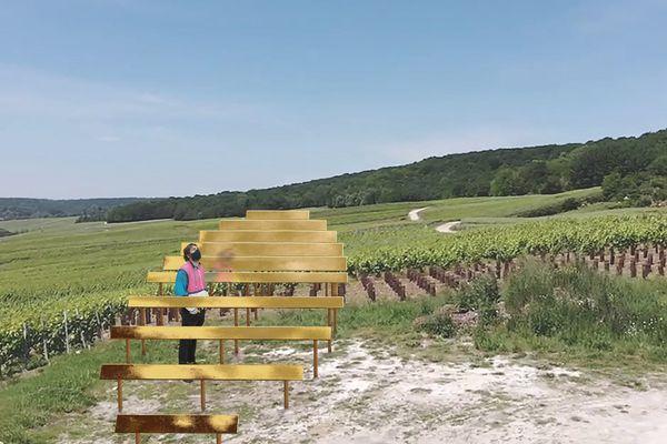 """Les Padelles de Vinay , au pied de deux parcelles de vignes,  """"Rayon doré """" du Collectif 1 Week 1 Project.""""A la fois bulle de champagne et soleil couchant, Rayon Doré est une anamorphose traduisant ce premier moment d'ivresse provoqué par le vin, où nous sommes transporté dans un état de bien-être. Instant comparable au dernier rayon de soleil d'une journée d'été, l'ivresse est traduite ici par une bulle géante qui apparaît dans le paysage."""""""