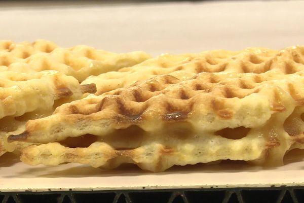 Pour fabriquer une waffre, il faut de la farine, du beurre, des oeufs, du sucre glace un petit peu de rhum et un savoir-faire traditionnel