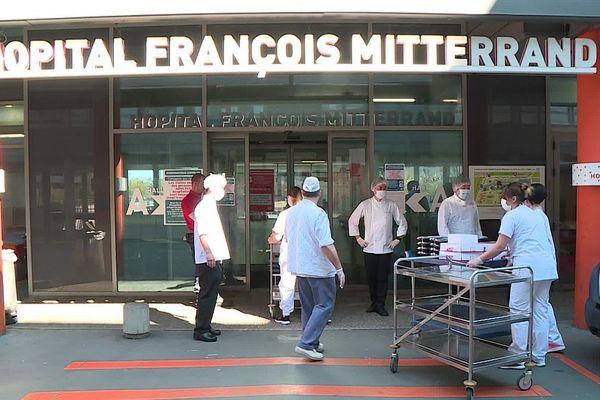Des chefs japonais installés en Bourgogne ont offert une centaine de repas au personnel du CHU de Dijon.
