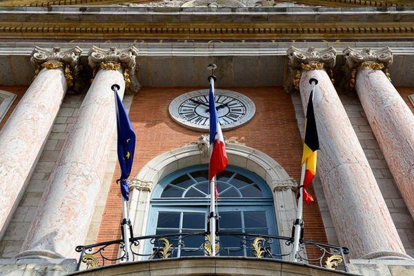 Le Capitole a mis en berne trois drapeaux : celui de la Belgique, celui de la France et celui de l'Europe