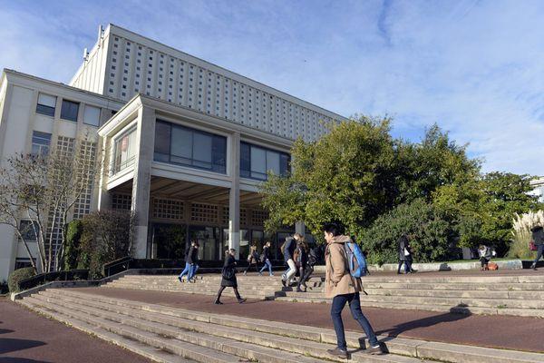 """Caen sur le podium des """"grandes villes"""" étudiantes de France selon le palmarès 2020-2021 de L'Etudiant."""