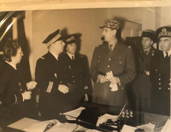 Mathilde Bravery à gauche avec le général Charles de Gaulle